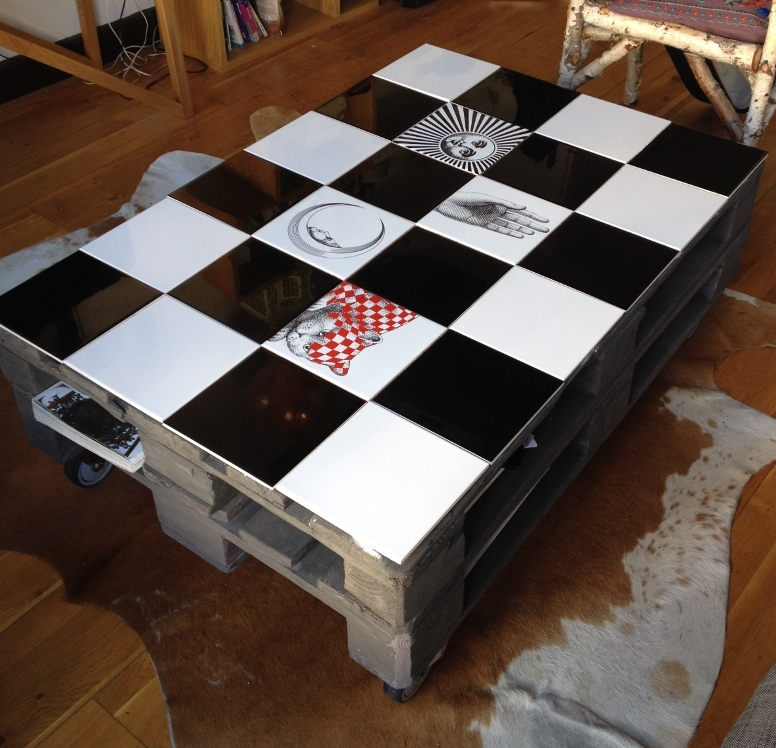 table basse_palettes_DIY_fornasetti_carreaux_bardelli