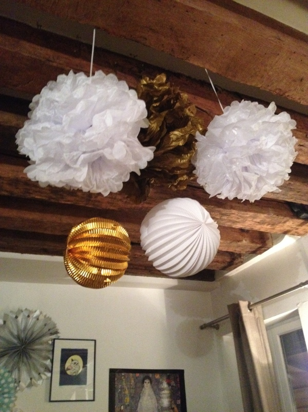 Pompons_rosaces_lanterne_or_blanc