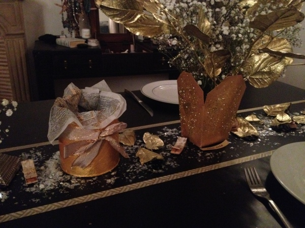 sweet_table_white_and_gold_masking tape_feuilles dorées_flocons_neige