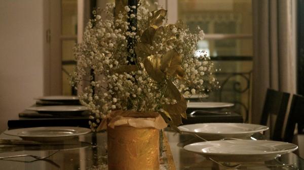 Table_deco_or_blanc_bouquet_récup_boites_kusmi_tea_diy