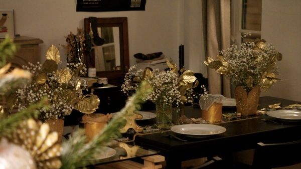Table_deco_or_bouquet_golden_leaves_masking tape_diy