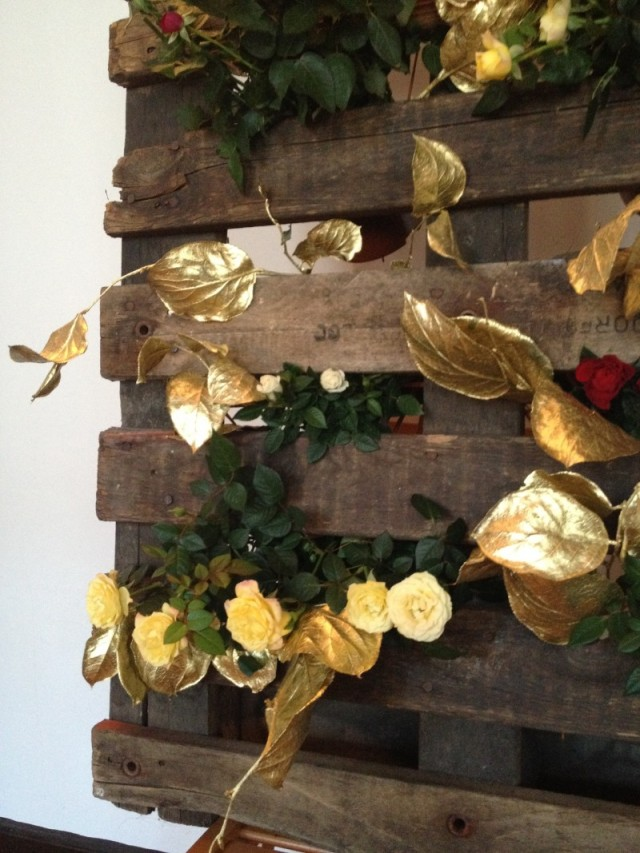 DIY old pallet and flowers
