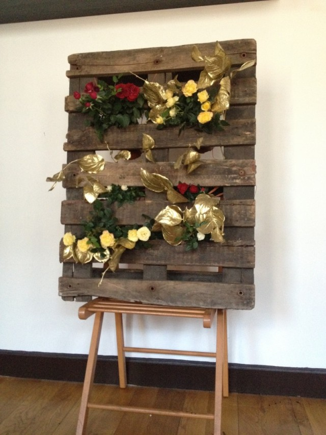 DIY palette mur vegetal_jardinière roses