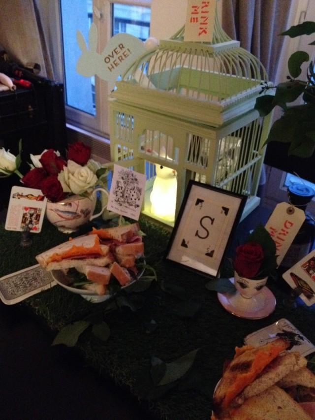 table_alice_wonderland_lapin blanc veilleuse_toppers gravure alice vintage_marque place austin presse main_carte jeu divinatoire_reine des coeurs