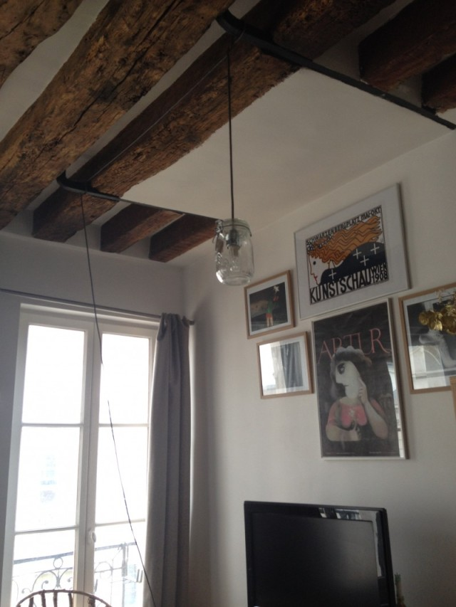 accrocher une suspension dans son plafond_DIY_cable tissé gris et lurex argenté_diy lampe bocal vintage