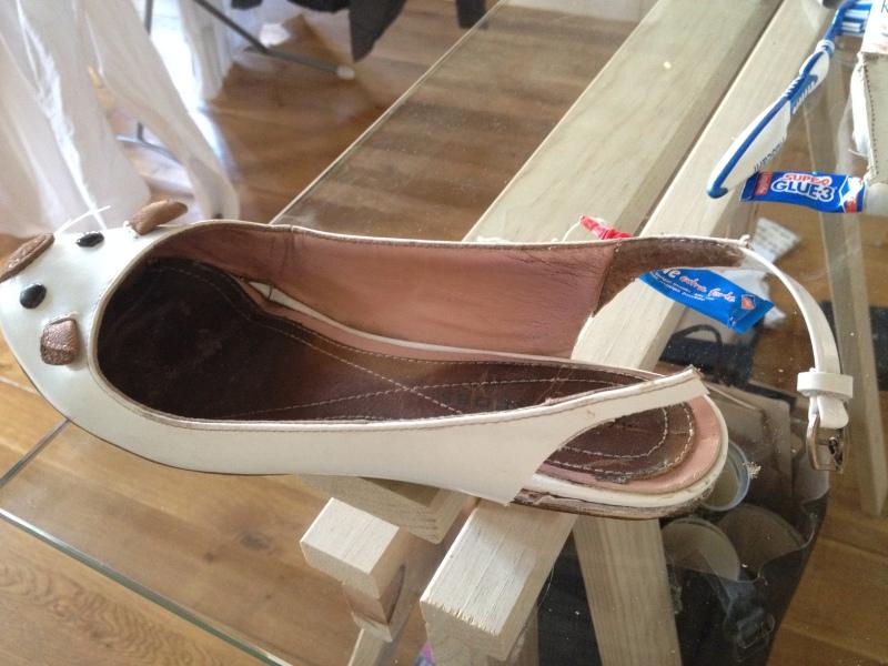 15_ne pas laisser des bouts de cuir dépasser__DIY ballerines abimées aux talons_transformer les chaussures sandales