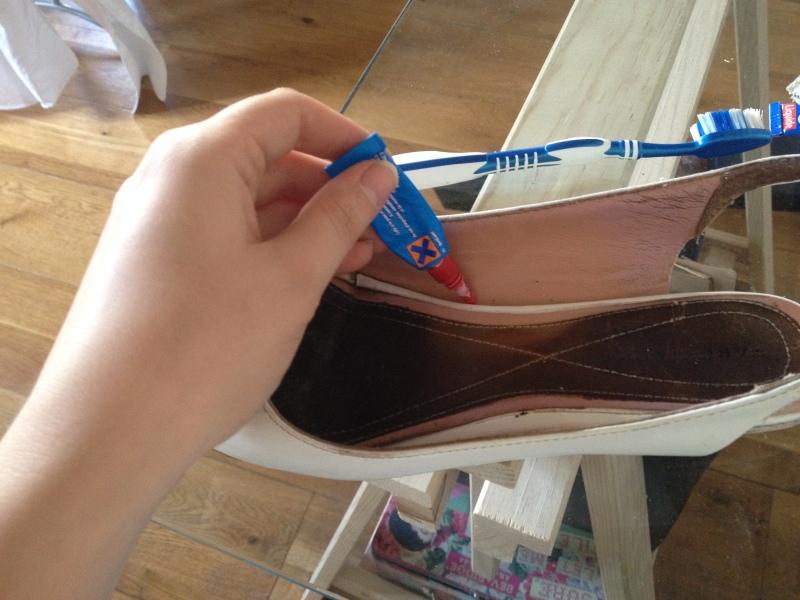 18_coller les parties décousues__DIY ballerines abimées aux talons_transformer les chaussures sandales