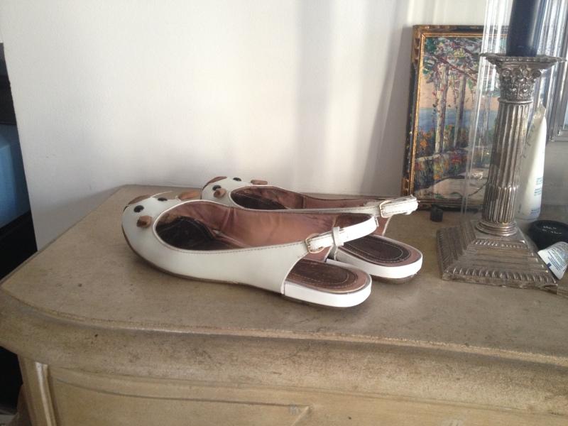 21__DIY ballerines abimées aux talons_transformer les chaussures sandales_pas à pas avec des souris blanches vernies de Marc Jacobs