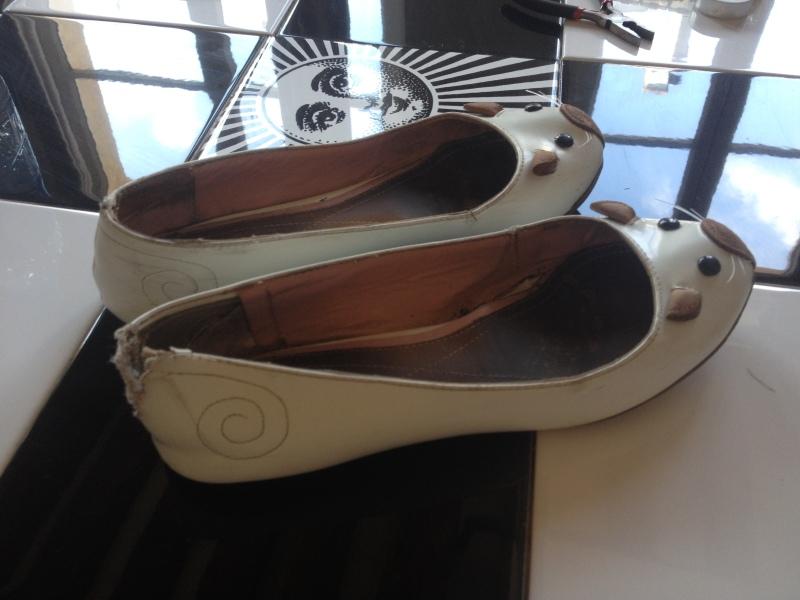 DIY_récuperer des ballerines abimmées au talon en les transformant en sandales_exemple avec des souris de Marc Jacobs